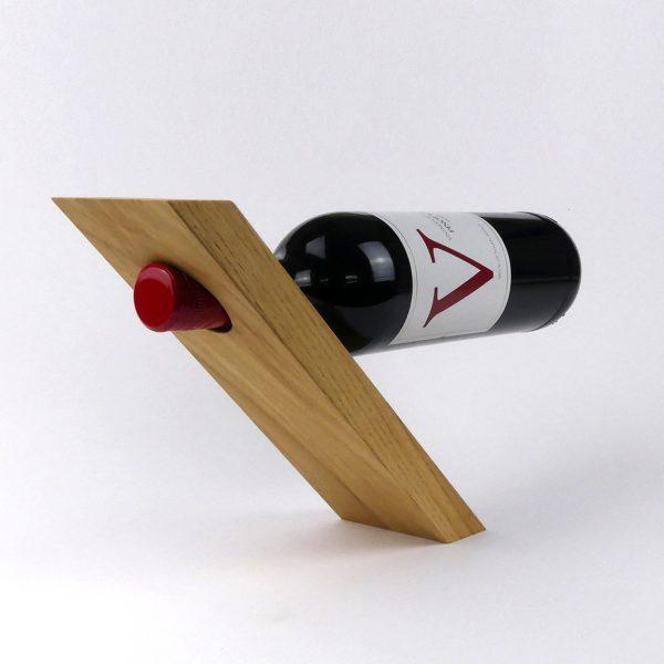 Weinhalter aus Holz / Schwebende Weinflasche