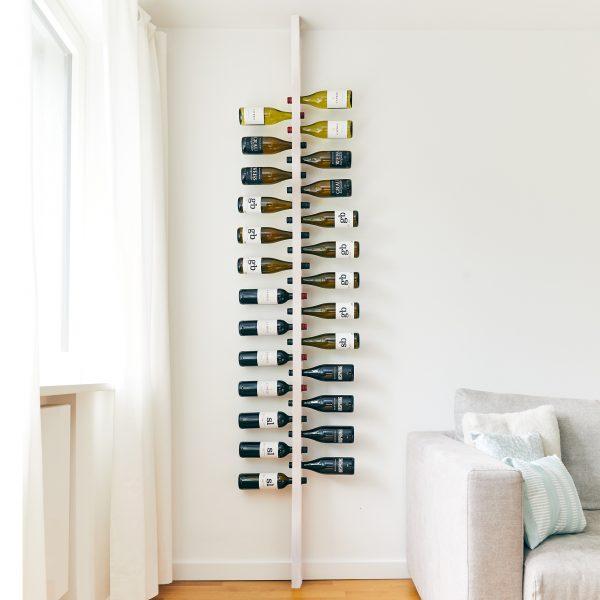 Weinregal aus Holz in weiß für die Wand